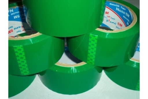 Băng keo màu xanh lá dán thùng carton